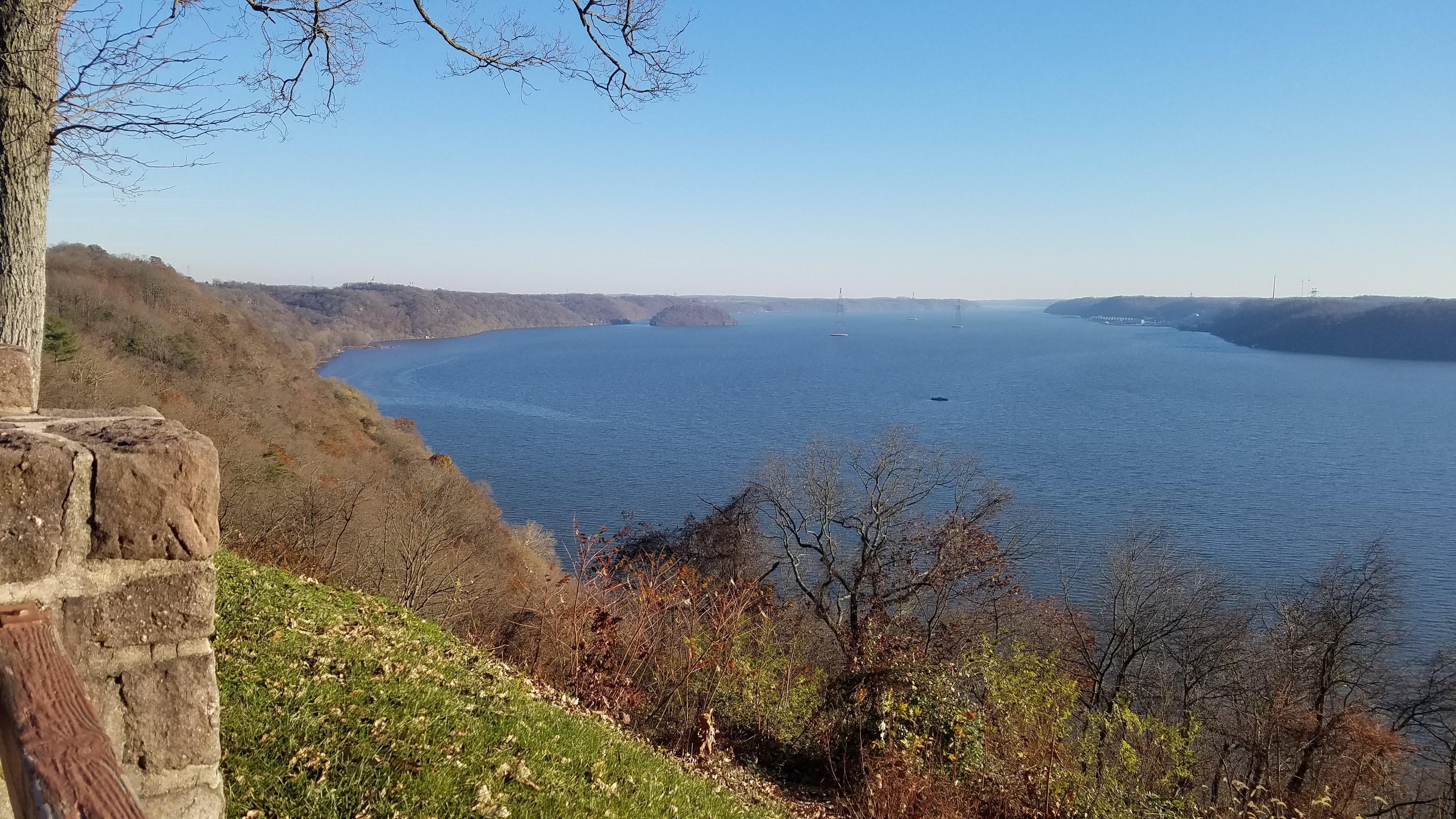 Overlook-Susquehanna-river-trees-grass